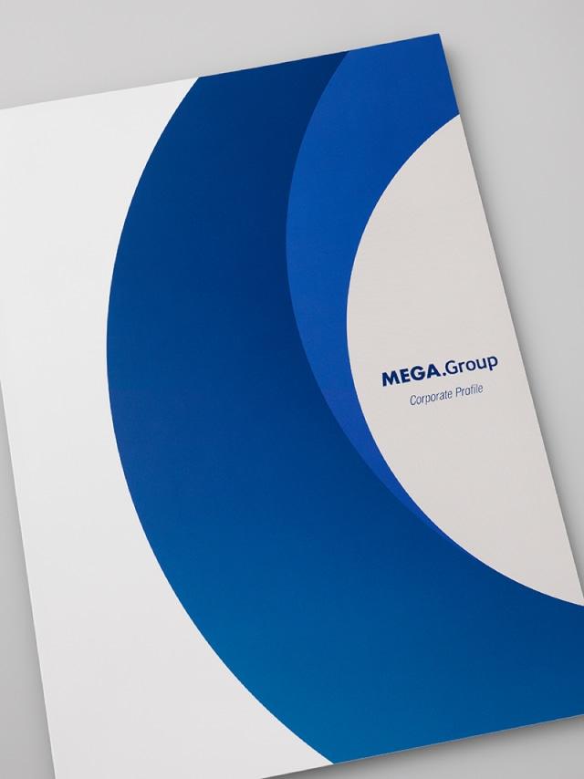 全16ページ構成の会社案内の表紙デザイン