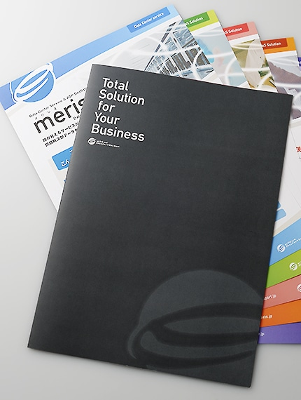 会社案内パンフレットの表紙とペラパンフレット各種のデザイン